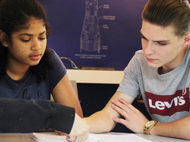 Participa en los cursos vacacionales de inglés que existen en el TdeA