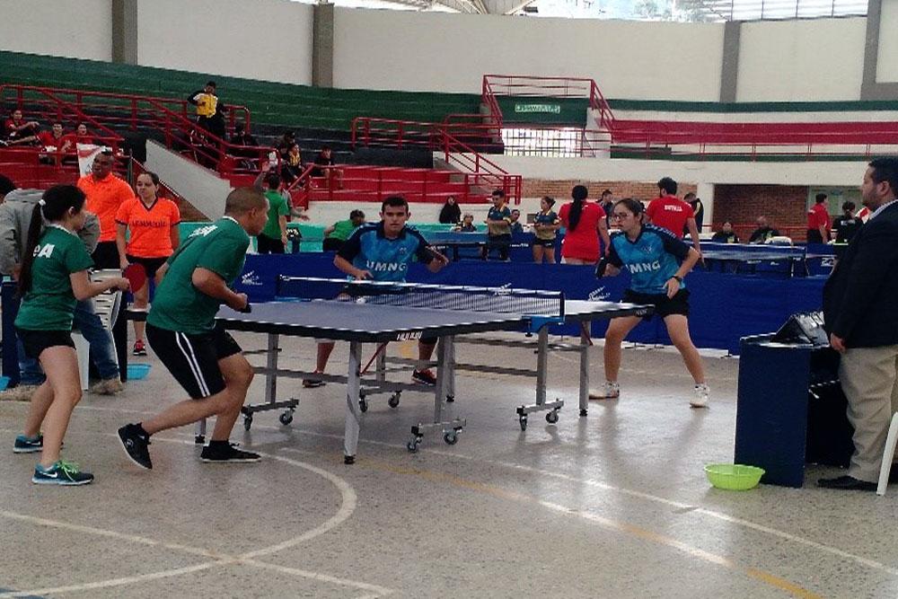 Selección de tenis de mesa masculino y femenino